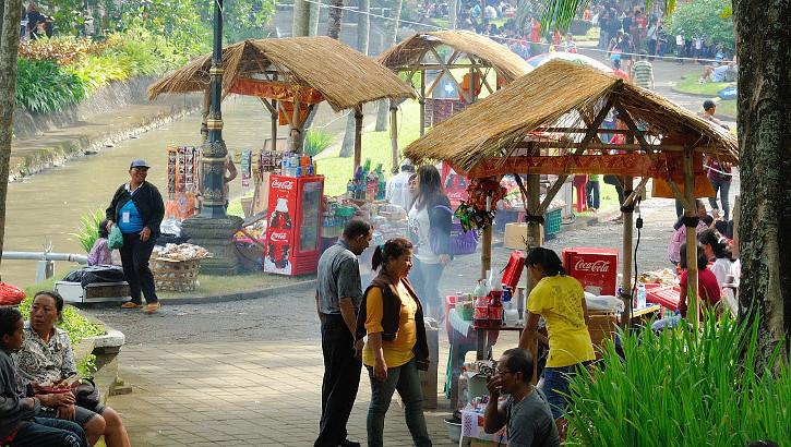 Gemeinsames Grillen auf Bali