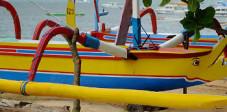 Fischerboote am Strand von Sanur, Südbali