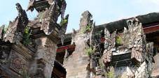 Steinmetzkunst in Balis Tempeln