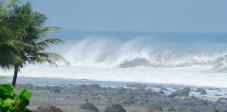 Surferwelle an Balis Westküste