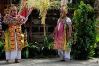 Diener im Barong Tanz auf Bali