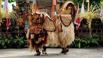 Barong Figur in Tanzaufführung auf Bali