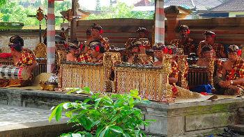 Gamelanorchester bei Theateraufführung, Bali