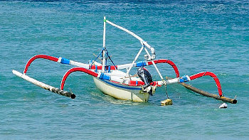 Jukung Fischerboot vor Balis Küste
