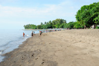 Kinder am Strand von Lovina, Bali