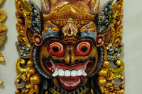 Geschnitzte Maske in Mas, Bali