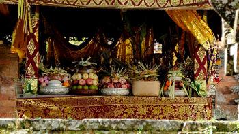 Opfergaben für Zeremonie in Tempel auf Bali