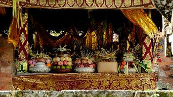 Opfergaben in Tempel auf Bali