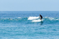 Surfer vor der Pulau Serangan, Bali