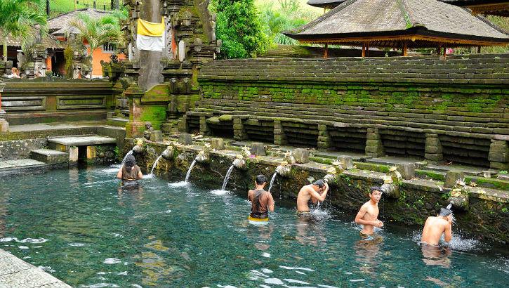Badebecken im Pura Tirta Empul, Bali