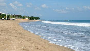 Sandstrand zum indischen Ozean in Südbali