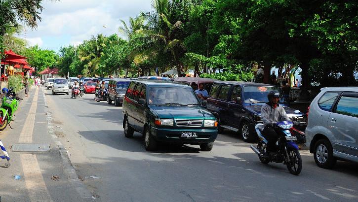 Strassenverkehr in Kuta, Südbali