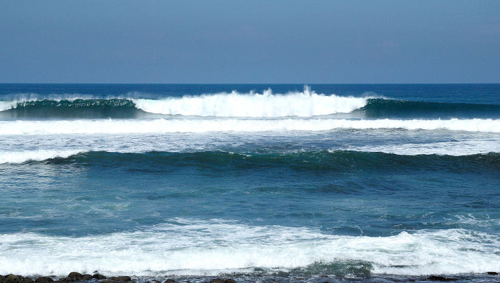 Surferwelle an Balis Südwestküste