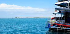 Boot für Taucher im Hafen von Benoa, Bali