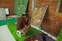Maler bei der Arbeit in Ubud, Bali