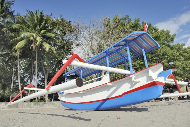 Boot am Strand von Senggigi, Lombok, Indonesien