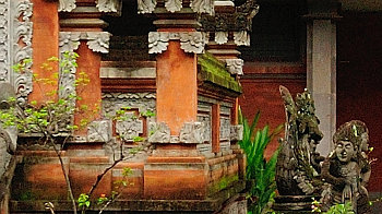 Mauer des hinduistischen Tempels Pura Segara, Lombok