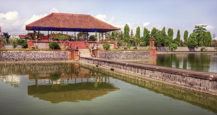 Pura Taman Mayura