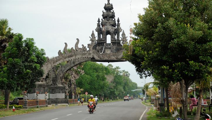 Das berühmte Tor von Gilimanuk, Westbali