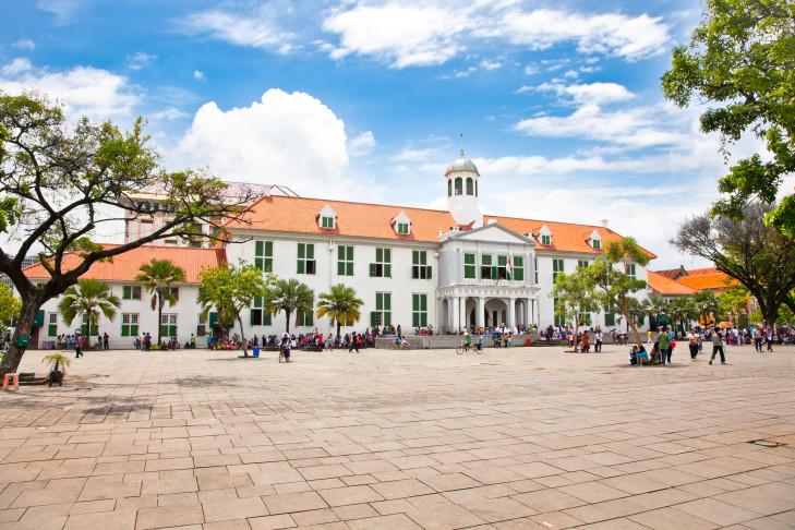 Rathausplatz Taman Fatahillah mit Museum Serejah Jakarta, Java, Indonesien