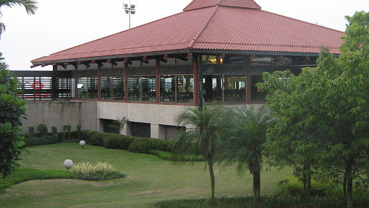 Wartehalle des Soekarno Hatta Flughafens in Jakarta, Java, Indonesien