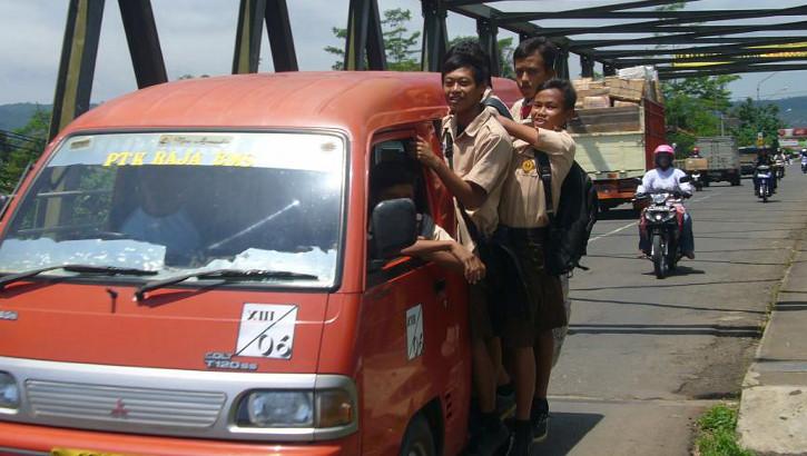 Schulbus auf Java, Indonesien